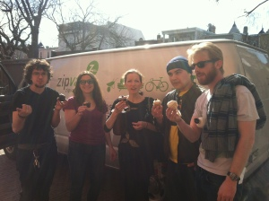 The Fabulas Mayas team, toasting a sold out show with cupcakes!