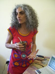 Gabriela Cespedes, teaching a lambe-lambe workshop in Argentina.